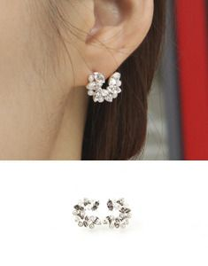 Today's Hot Pick :Rhinestone Petal Arc Earrings http://fashionstylep.com/SFSELFAA0023298/bagazimurien/out For a delicate sparkle around your face, these rhinestone petal arc earrings are your best option. These graceful looking stunners are the accessories to wear with a fancy lace dress and heeled shoes. -Rhinestone -Petal shape -Arc
