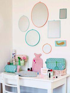Cómo y dónde colocarlos, con qué combinarlos... Descubre 18 ideas para dar un giro a la decoración de tu casa con este versátil complemento.