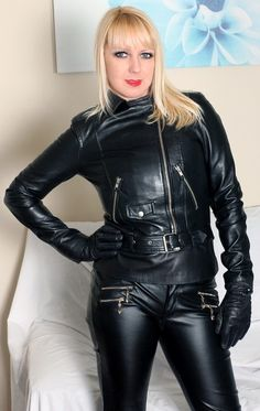 Leather Overalls, Leather Jacket Outfits, Leather Pants, Latex Bodysuit, Leder Outfits, Latex Dress, Leather Gloves, Leather Fashion, Mantel