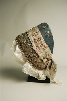 Hood: ca. early 19th century, from Zwoenitz in the Ore Mountains, linen, silk, Lahn lace, lace, sequins.