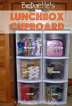 Organized Chaos - Lunch Box Goodies when a little bit older. Lunchbox Cupboard: the kids pack their lunches. pick one from each drawer (fruit, granola bars, snacks, desserts, drinks) Boite A Lunch, Organization Hacks, Organizing Ideas, School Organization, Organising, Refrigerator Organization, Kitchen Organization, Pick One, Kids And Parenting