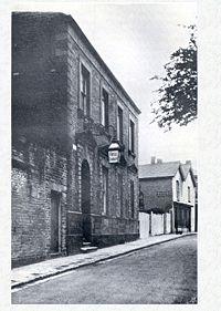 Fotografía del edificio del Instituto de Mecánica de Neath, diseñado por Wallace y su hermano John.