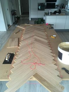 Table à chevrons maison Diy Furniture Projects, Repurposed Furniture, Rustic Furniture, Furniture Design, Outdoor Furniture, Antique Furniture, Glass Furniture, Furniture Websites, Furniture Storage