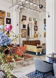 The interior design style of this luxury hotel lobby features an open living room layout layered with a combination of vintage and contemporary furniture, art from San Francisco's . Tap the pin for more hotel room aesthetic by interior designer Kelly Wearstler. Interior And Exterior, Interior Design, Hotel Lobby, Hospitality Design, Contemporary Furniture, Interior Inspiration, Gallery Wall, New Homes, Layout