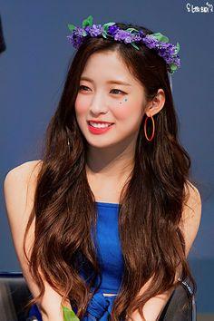 Arin Oh My Girl, Girls With Black Hair, Flower Crown, Hoop Earrings, Female, Celebrities, Paradise, Kpop, Twitter