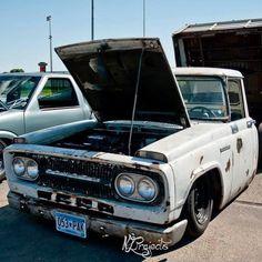 1967 Toyota Stout. Small Trucks, Mini Trucks, Truck Living, Toyota Van, Mercedes Benz Unimog, Old School Cars, Toyota Trucks, Toyota Land Cruiser, Jdm
