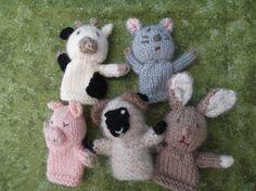 手編みの指人形です。高さは約7㎝。うし、ひつじ、ぶた、ねずみ、うさぎのせっとです。毛糸はウールと化繊の混合で、頭に羊毛がつめててあります。手洗いかデリーケート...|ハンドメイド、手作り、手仕事品の通販・販売・購入ならCreema。