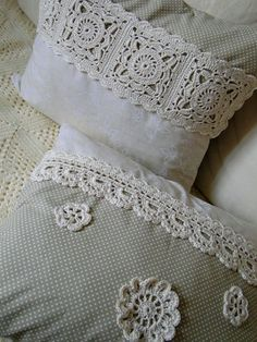 Háčkované polštáře – Knitting and crocheting Crochet Cushions, Sewing Pillows, Crochet Pillow, Diy Pillows, Decorative Pillows, Crochet Bedspread, Crochet Home, Crochet Crafts, Crochet Projects