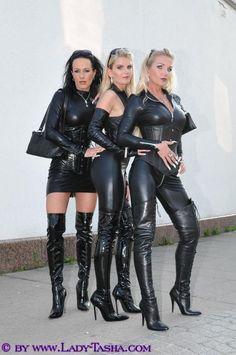 Du cuir, du latex, un trio chaud