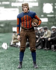 Collection of vintage images of Professional Football Hall of Fame Legend Red Grange who played in the NFL from 1925 to Nfl Football Players, American Football Players, Bears Football, Football Uniforms, Football Helmets, Chicago Bears Pictures, American Football Jersey, Football Hall Of Fame, College Football