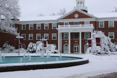 https://flic.kr/p/r4gnci | Elon University Snowfall 02/26/2015 | Snow falls on Elon University's campus (02/26/2015). (Photo by Daniel MacLaury)