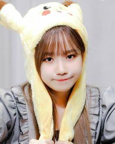 Jo Yuri 조유리 is cute 🧡 Kpop Girl Groups, Kpop Girls, Yuri Kpop, Hoseok, Sakura Miyawaki, Chinese Zodiac Signs, Cute Hamsters, K Pop Star, Japanese Girl Group