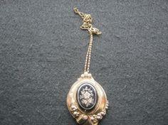 Biete hier Antiken Kettenanhänger Material Gold/Silber um 1870