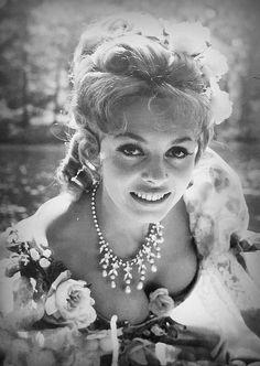 Hollywood Divas, Vintage Hollywood, Yvette Mimieux, Michelle Mercier, Sara Montiel, Digital Art Girl, French Actress, Photography Women, Vintage Beauty