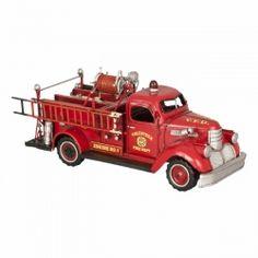 Deze nostalgische modelauto is ontworpen naar de 1941 Chevy brandweerauto's uit Amerika.  In gedachten zie je ze rijden in die oude films uit Amerika van de jaren 40. Een mooie accessoire uit de collectie van Clayre & Eef.