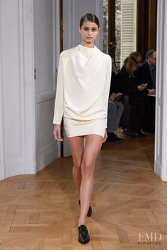Photo feat. Taylor Hill - Bouchra Jarrar - Spring/Summer 2015 Couture - paris - Fashion Show   Brands   The FMD #lovefmd