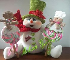 Cute snowman and gingerbreads! Merry Christmas, Felt Christmas, Christmas Snowman, Christmas Themes, Holiday Crafts, Christmas Decorations, Christmas Ornaments, Christmas Room, Cute Snowman