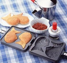 With this traditional Japanese Pancake Maker pan you can make 2 Fish Shaped Pancakes at a time. This remarkable pan is a personal sized home cooking pan for Taiyaki, a popular Japanese street food. Pancake Maker, Japanese Pancake, Crepe Maker, Red Bean Paste, Japanese Street Food, Japanese Food, Cooking Gadgets, Kitchen Gadgets, Kitchen Stuff