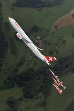♂ aircraft Airbus A330-300 and Patrouille Suisse by SwissIntlAirLines #whing #plane