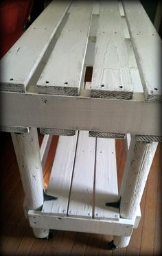 DIY Cozy Pallet Entry Way Table | 101 Pallets