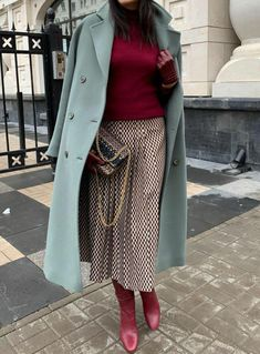 Considering that routine ladies do not have the privilege to go to film red carpet events to dress glamorous for, street wear is a great way to display your individual design regularly. Fashion Corner, 60 Fashion, Winter Fashion, Womens Fashion, Fashion Trends, Outfits Otoño, Casual Outfits, Fashion Outfits, Casual Look