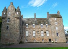 Visiting Kellie Castle Garden in Scotland Castles To Visit, Scottish Castles, Chateaus, Country Houses, Cathedrals, Palaces, Vacation Destinations, Painters, Barcelona Cathedral