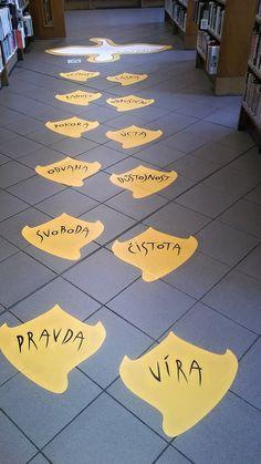 """#husovystopy :-) """"Jan Hus po sobě zanechal stopy. Stopy obsahují těchto 12 hodnot Jana Husa, které po sobě (nejen) českému národu zanechal jako dědictví: VÍRA, PRAVDA, ČISTOTA, SVOBODA, DŮSTOJNOST, ODVAHA, ÚCTA, POKORA, ODPUŠTĚNÍ, RADOST, LÁSKA, VĚČNOST."""" Více na: www.husovystopy.cz"""