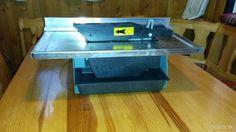 Jedná sa o kompaktný, prenosný a ľahký robustný stroj pre bezproblémové, rýchle a presné rezanie všetkých druhov dreva a dlaždíc. Píla je vybavený diamantovým kotúčom a vodnou nádržkou pre chladenie diamantového kotúča. Zariadenia používané pri mokrom rezaní za použitia vody umožňuje takmer bezprašnú prácu. Stôl je vyrobený z nerezovej ocele. Ideálne pre všetky druhy rezanie keramických obkladov a porcelánových dlaždíc a všetkých druhov dreva: podlahové a stenové panely všetky druhy dosiek…
