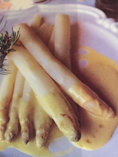 White Asparagus with Olive Oil Sabayon How To Cook Asparagus, Asparagus Recipe, Olive Oil, Banana, Fruit, Cooking, Wordpress, Recipes, Food