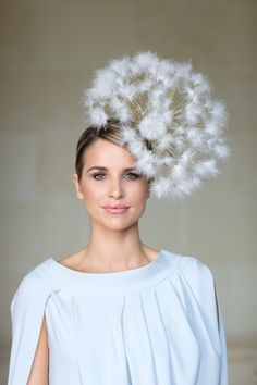 'Make a Wish' dandelion hat, Mark T Burke millinery. 'Make a Wish' dandelion hat, Mark T Burke millinery. Sombreros Fascinator, Fascinators, Headpieces, Costume Carnaval, Costume Hats, Costume Ideas, Crazy Hats, Fancy Hats, Models Makeup