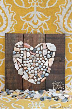 basteln mit muscheln sommerurlaub basteln mit naturmaterialien diy ideen herz tinkering with shells summer holiday tinkering with natural materials diy ideas heart Pin: 700 x 1051 Seashell Display, Seashell Art, Wall Art Crafts, Coastal Wall Art, Beach Crafts, Seashell Crafts Kids, Seashell Projects, Diy Crafts, Summer Crafts