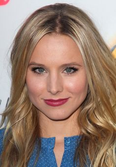 Sometimes the simplest makeup looks are the prettiest. Case in point: The raspberry lips and shimmery eyes you see here on Kristen Bell: Soft Summer Color Palette, Summer Colors, Kristen Bell, Verona, Seasonal Color Analysis, The Beauty Department, Fashion Articles, Makeup Trends, Makeup Looks