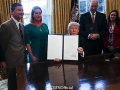 US President Donald Trump on Friday signed an executive order to overhaul regulations on the financial system