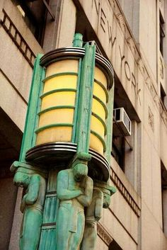 Art Deco Architecture — Somewhere in NYC, guessing Lower Manhattan. Arte Art Deco, Estilo Art Deco, Art Deco Era, Bauhaus, Art Nouveau Arquitectura, Art Deco Table Lamps, Deco Retro, Art Deco Stil, Streamline Moderne