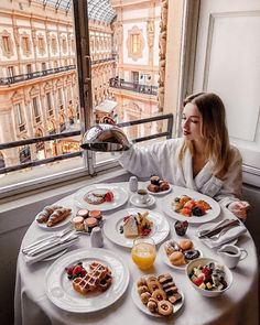 mil Me gusta, 538 comentarios - P o l i n a Breakfast Hotel, Best Breakfast, Mothers Day Breakfast, Billionaire Lifestyle, Aesthetic Food, Aesthetic Songs, Food Cravings, Food Design, Recipe Of The Day