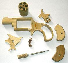 Wooden Revolver Parts Shotguns, Firearms, Woodworking Workshop, Woodworking Projects, Derringer Pistol, Rubber Band Gun, Hobby Cnc, Gun Art, Primitive Survival