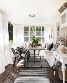 Front porch decorating ideas - Living Area on the Deck / Patio / Porch - House Exterior - Window Seat / Nook Outdoor Spaces, Outdoor Living, Outdoor Decor, Küchen Design, House Design, Design Ideas, Design Inspiration, White Porch, Interior And Exterior