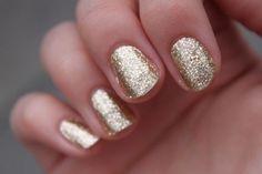 gold nails so pretty!