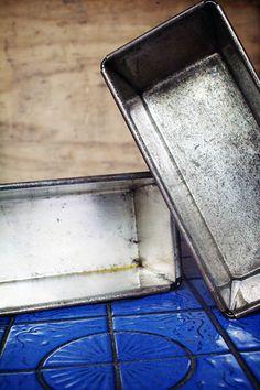 como limpiar los moldes para hornear metálicos... increible