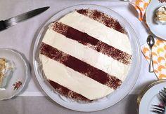 Sinds mijn citytrip naar New York City, ben ik de vertrouwde MonChou taart 'Cheesecake' gaan noemen. Het verschil? Dat is er eigenlijk niet. Cheesecake staat voor een taart met verse roomkaas, bijvoorbeeld MonChou. Maar je kunt de taart ook maken