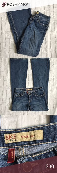 Preloved BKE Star Flare Denim 26 x 31 1/2 Preloved BKE Star Flare 26x31 1/2 Great condition Light wear on the bottoms No stains or holes Slight fraying on one of the side stitches (pictured) BKE Jeans Flare & Wide Leg