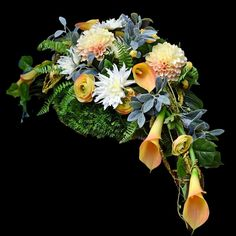 Modern Flower Arrangements, Funeral Memorial, Funeral Flowers, Ikebana, Artsy Fartsy, Flower Art, Floral Design, Floral Wreath, Florists