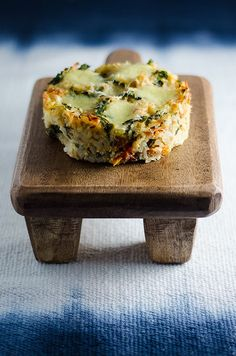 Not a fan of waiting for a risotto to cook on the stove? Try this quick and easy baked tuna risotto pie. The ultimate comfort food! Tuna Recipes, Salmon Recipes, Raw Food Recipes, Pie Recipes, Seafood Recipes, Cooking Recipes, Healthy Recipes, Seafood Dinner, Pizza
