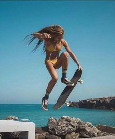 Quest Longboards is a top-selling longboard brand that is based in California, USA. We provide longboard skateboards that complement the leisure skaters' lifestyle! Surf Girls, Look Skater, Skater Girl Style, Skate Girl, Skateboard Girl, Skateboard Photos, Skateboard Ramps, Skate Photos, Burton Snowboards