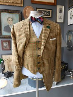 Plaid is a hard pattern to wear, it can accentuate the outfit and the person wearing the design, or fade out the outfit style as well as the person wearing the design.