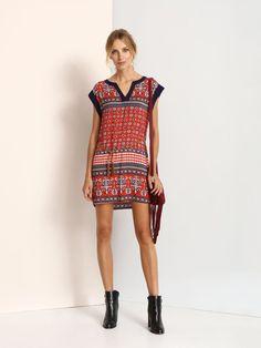 """Sukienka damska z limitowej kolekcji dla Top Secret jesień-zima 2016. <br><br>  Stylowa damska sukienka  z  krótkim rękawem w orientalne wzory. Może być elementem oryginalnej stylizacji.  Sukienkę można połączyć z botkami lub sandałami na obcasie. Sukienka w kolorowe wzory (SSU1728CE). <br><br><span style=\""""font-style:italic\""""> Modelka ma 179 cm wzrostu i prezentuje rozmiar S. </span> Short Sleeve Dresses, Dresses With Sleeves, Blond, Womens Fashion, Model, Vintage, Top, Style, Gowns With Sleeves"""