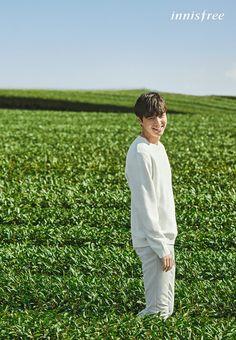 Lee Min Ho Enjoys Beautiful Photo Shoot At Jeju Island Before Mandatory Service Minho, Asian Actors, Korean Actors, Korean Idols, Korean Dramas, Isla Jeju, Lee Min Ho Wallpaper Iphone, Lee Min Ho Pics, Danson Tang