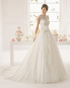 -Beaded lace and tulle dress in a natural colour. -Lace and tulle dress in a natural colour. 8CG02- Corded lace gloves with beading, short, natural colour.