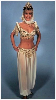 """Showing she always had it: Barbara Eden wearing the costume from """"I Dream of Jeannie: 15 Years Later,"""" 1985 Barbara Eden, I Dream Of Jeannie, Old Hollywood, Classic Hollywood, Marilyn Monroe, Baby Girl Thanksgiving Outfit, Mejores Series Tv, Actrices Hollywood, Famous Women"""