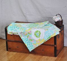 The perfect spring tablecloth. So casual and fresh.